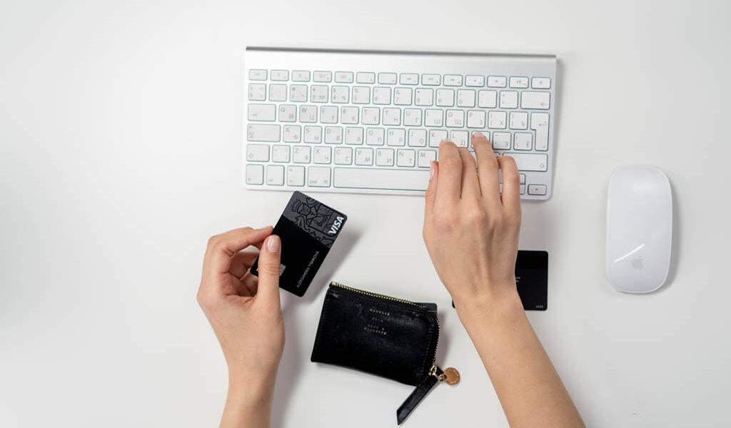 Karty płatnicze – przede wszystkim wybieraj rozważnie